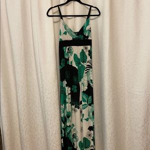 Dresses & Skirts - White, green & black stretch maxi dress